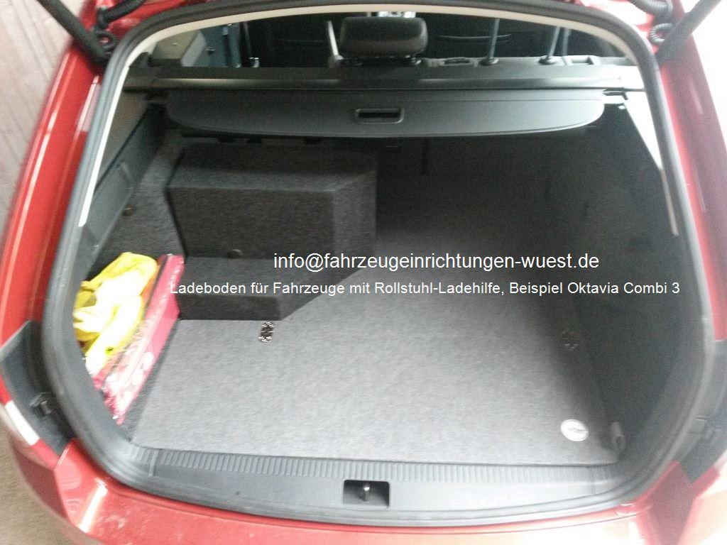 Wüst Ladeboden,  Fahrzeug mit Rollstuhl-Ladehilfe,  Beispiel Oktavia Combi 3 zu